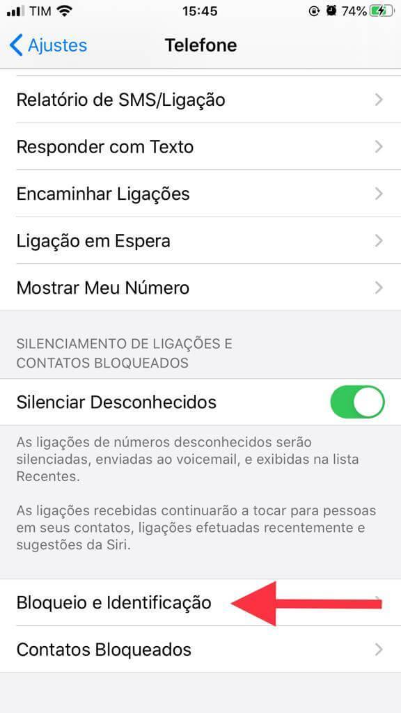 Campo bloqueio e identificação dentro da aba telefone de ajustes do iPhone